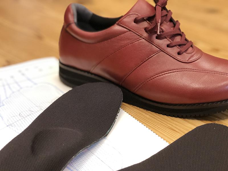 靴の加工で足を守るという発想